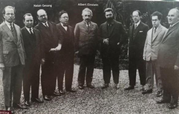 1925-04-16-Einstein con Gesang